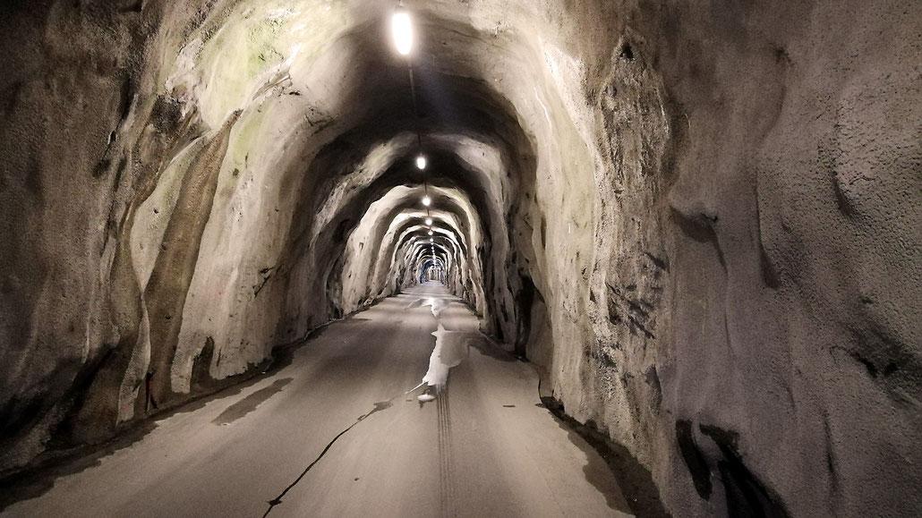Tunnel zum Zervreilasee (Valsertal) © Pässe.Info