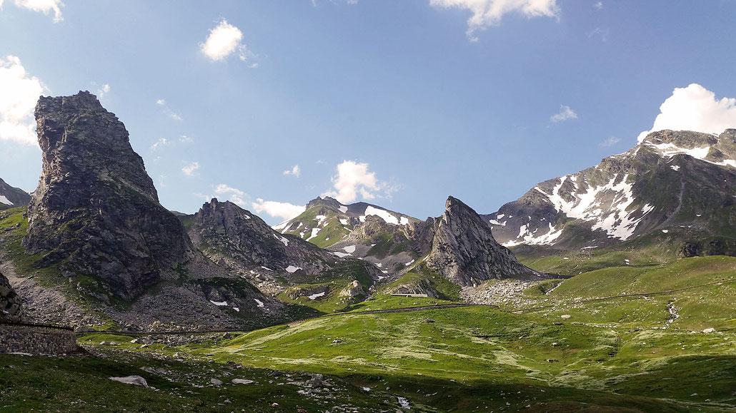 Alpenpass Grosser Sankt Bernhard (Colle del Gran San Bernardo) auf der Italienischen Seite © Pässe.Info