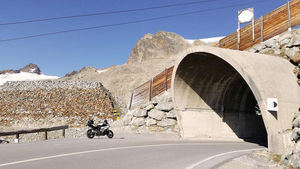 2830 - A - Tiefenbachferner und Rosi-Mittermaier-Tunnel (Ötztaler Gletscherstrasse) © Pässe.Info