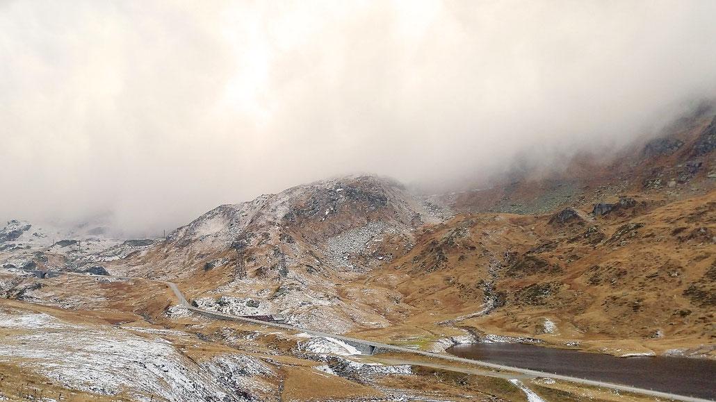 Gotthard-Pass auf Urner Seite kurz vor Passhöhe © Pässe.Info