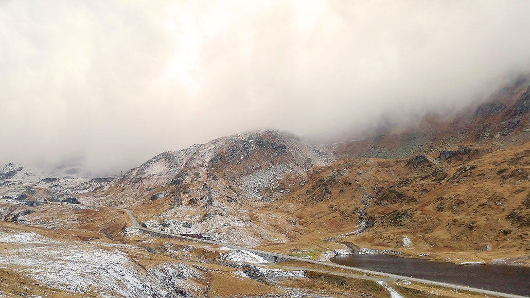 Gotthardpass auf Urner Seite kurz vor Passhöhe © Pässe.Info