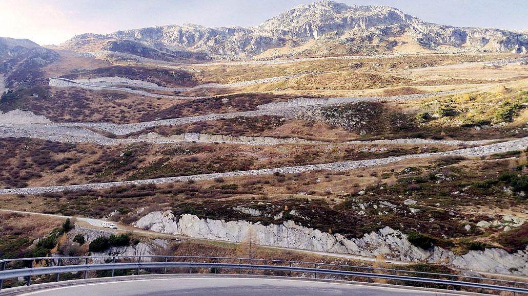 Grimselpass Spitzkehren oberhalb Gletsch © Pässe.Info