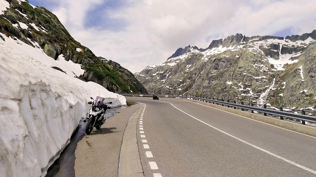 Schnee am Grimsel-Pass © Pässe.Info