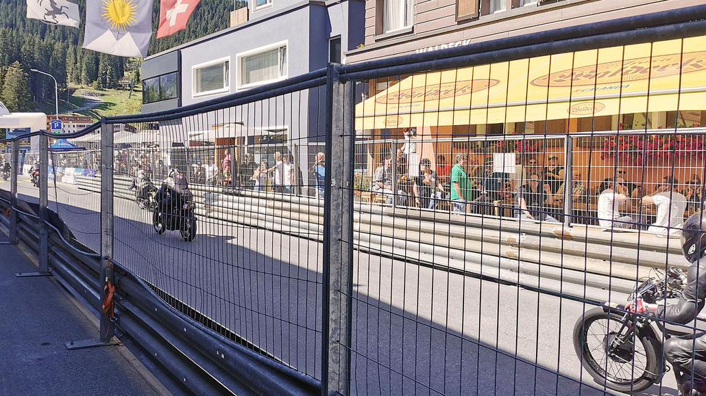 Alte Motorräder am Arosa ClassicCar 20200905 © Pässe.Info