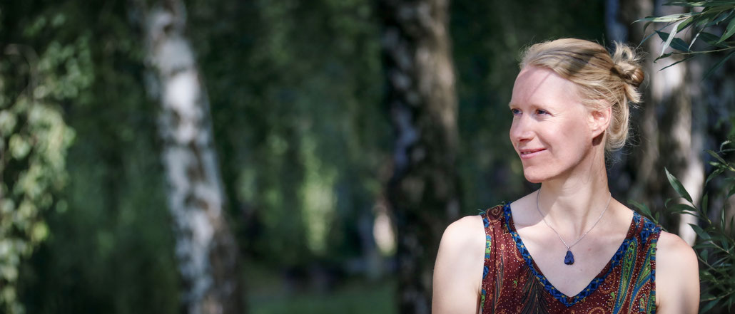 Camilla Harfmann - Moosgrüne Natur - Werdegang: von der Technik zur Natur, Gewaltfreie Kommunikation, Lebens- und Solzialberaterin