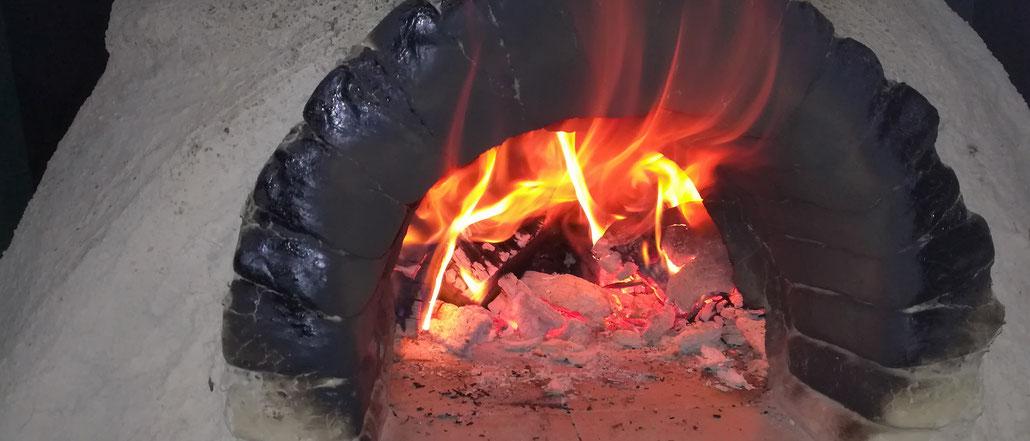Lehmofen - Pizza backen im Brotbackofen aus Lehm - Lehm einfach erklärt, Nutzungs-Anleitung, Kosten, Aufbau