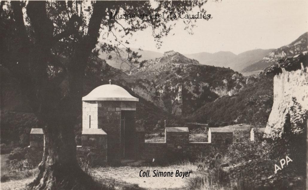 L'échauguette et la vue sur les gorges de Saint Jaume (carte postale vers 1960)