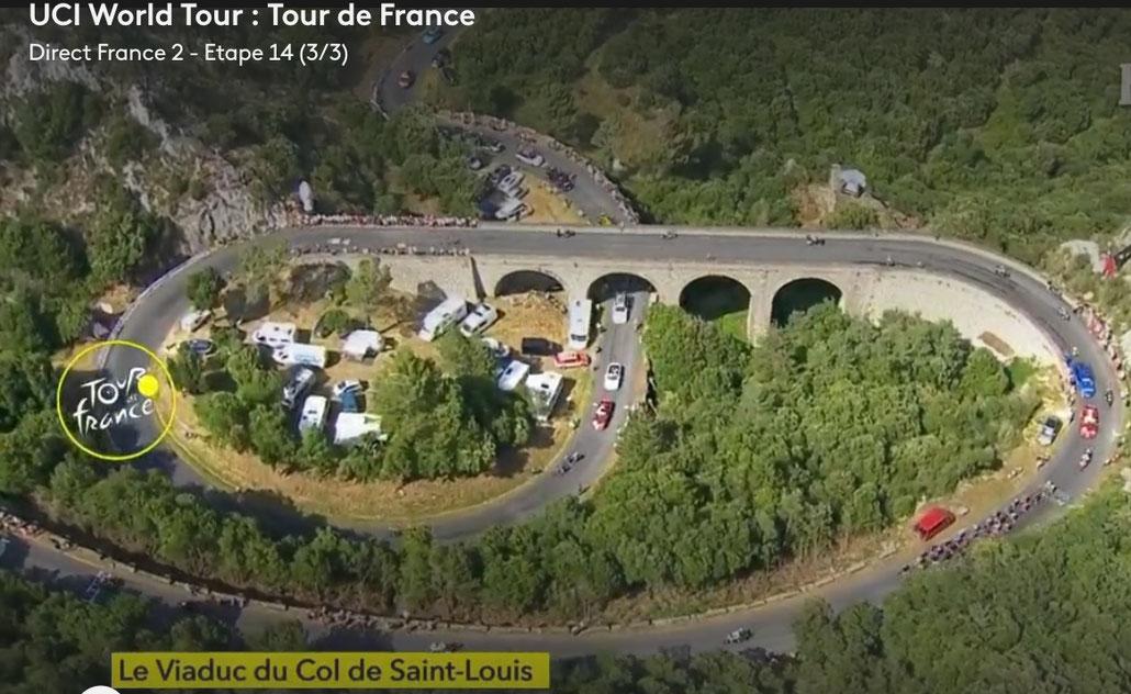 Passage du Tour  sur le Viaduc, filmé d'hélicoptère pour la retransmission télévisuelle