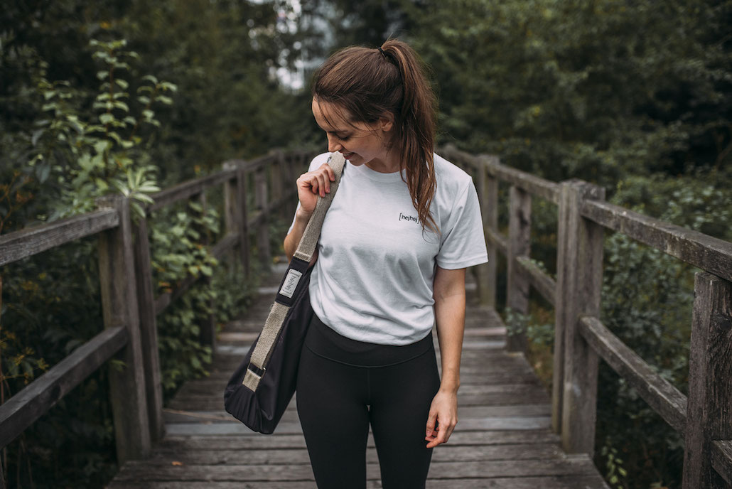 The most sustainable yoga mat bag is the hejhej-bag and is the perfect addition to the yoga mat.