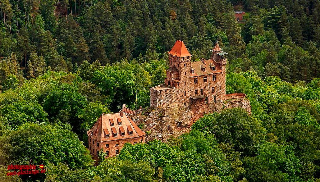 """Burg Berwartstein aus der Serie """"Nur Fliegen ist schöner"""" mit dem Klick auf das Bild kommen Sie in Album."""