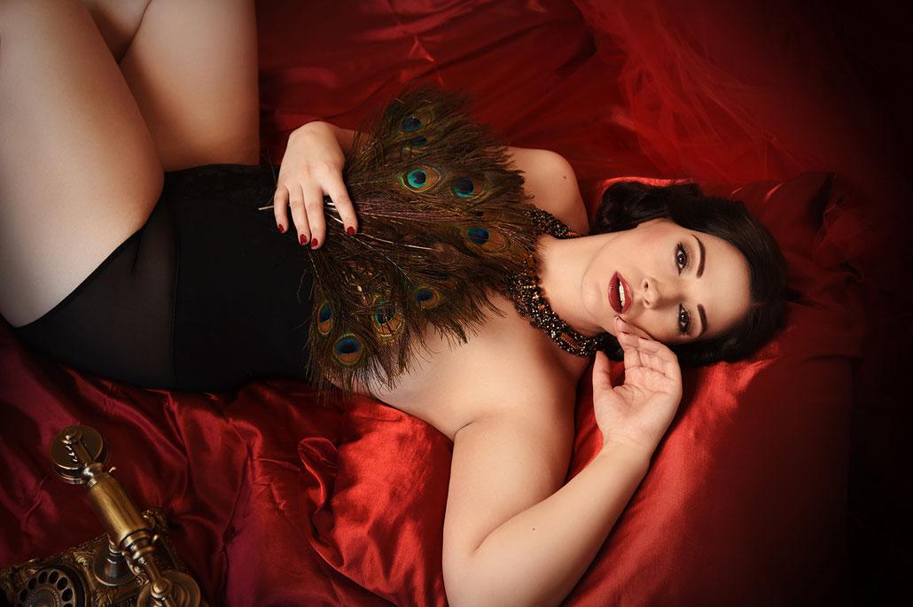 Boudoir Fotografie von Curvy Model Silvana Denker von Fotografin Yvonne Sophie Thöne aus Kassel