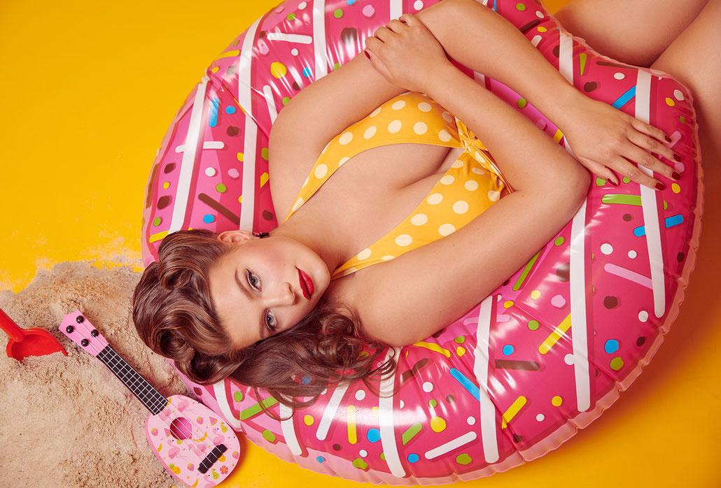 Sommer Pin-Up mit Curvy Model Lotti Fuchs von Pin-Up-Fotografin Yvonne Sophie Thöne