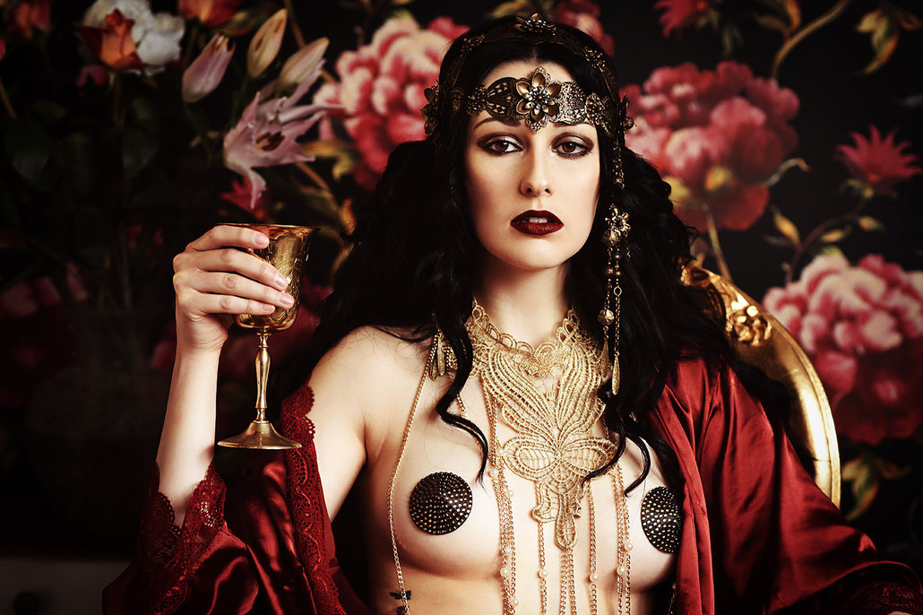 Erotische Fotografie im Jugendstil, Art Noveau, inspiriert von Alfons Mucha
