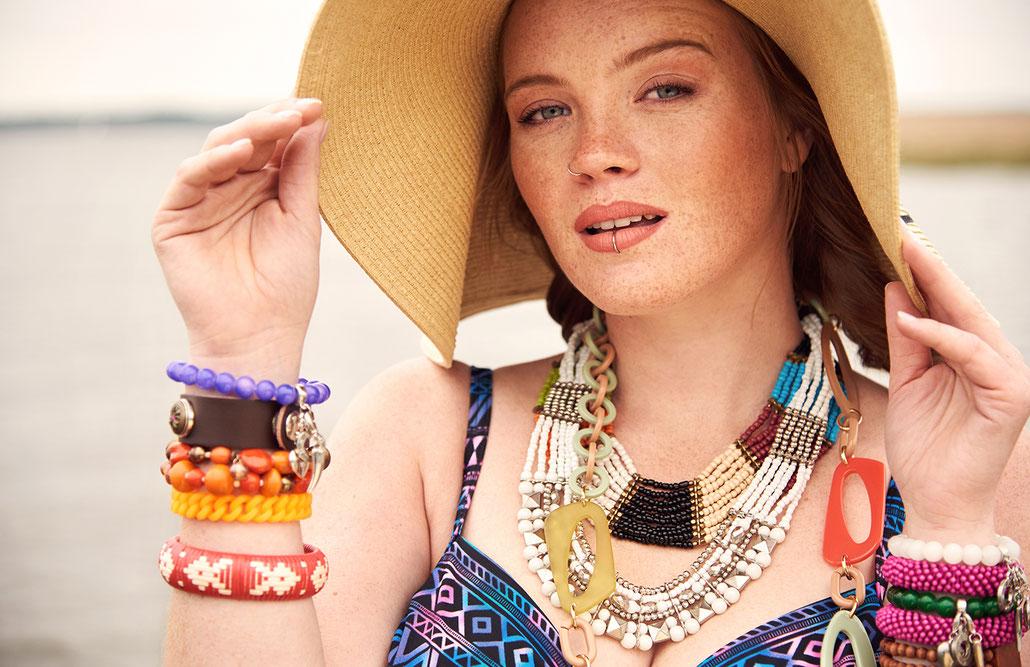 Curvy Model Pia Meyer fotografiert von Fotografin Yvonne Sophie Thöne für ein Beach Editorial von Sheego am Steinhuder Meer