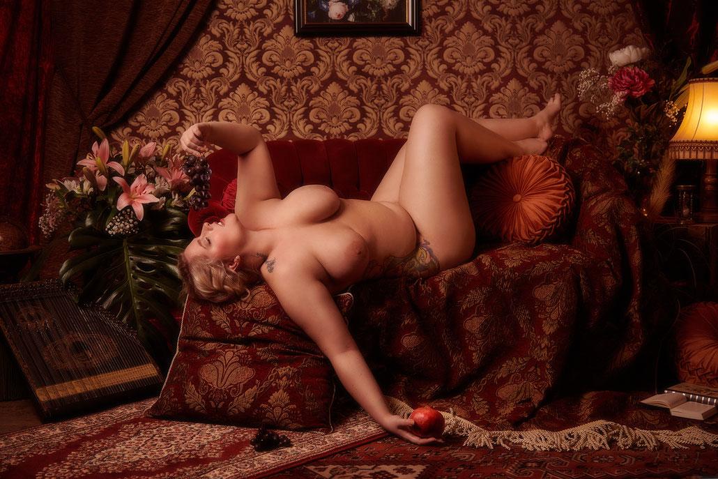 Stilvolle Aktfotografie mit Plussize Model im Stil von Rubens, Rembrandt, Barock - Fine Art Fotografie