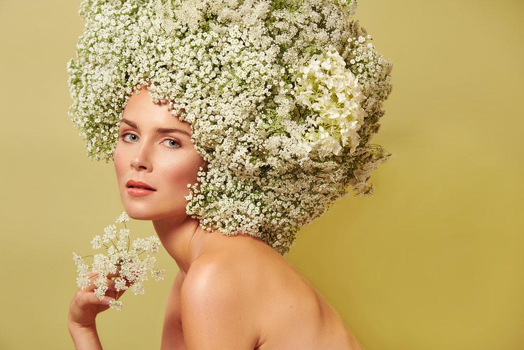 Beauty Fotografie mit Schleierkraut von Yvonne Sophie Thöne - Portraitfotografin aus Kassel und Berlin