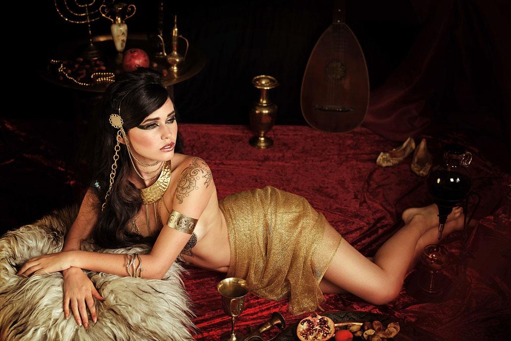 Erotische Fotografie im orientalischen Stil von Hessischer Fotografin Yvonne Sophie Thöne - Cleopatra Boudoir