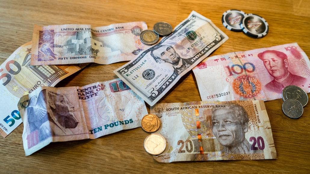 Geldscheine und Münzen aus aller Welt