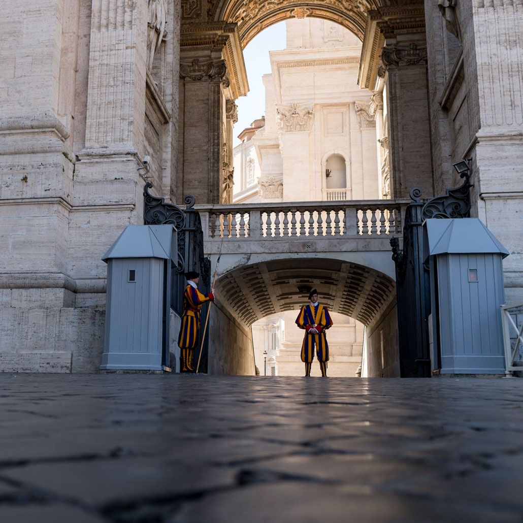 Standing still for hours: The Swiss Guard protecting the Pope at St. Peter's Basilica