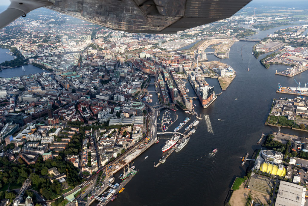 Aerial picture of Hamburg Landungsbrücken out of Cessna