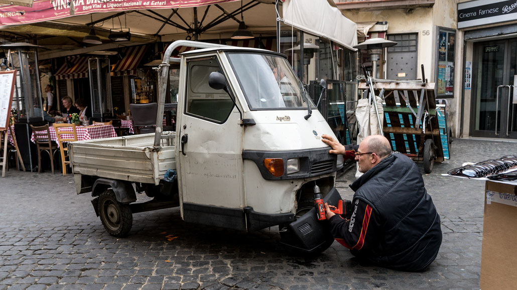 It can't get more Italian than this: A marketer repairing its Piaggio Ape. Almost too much of a cliché...