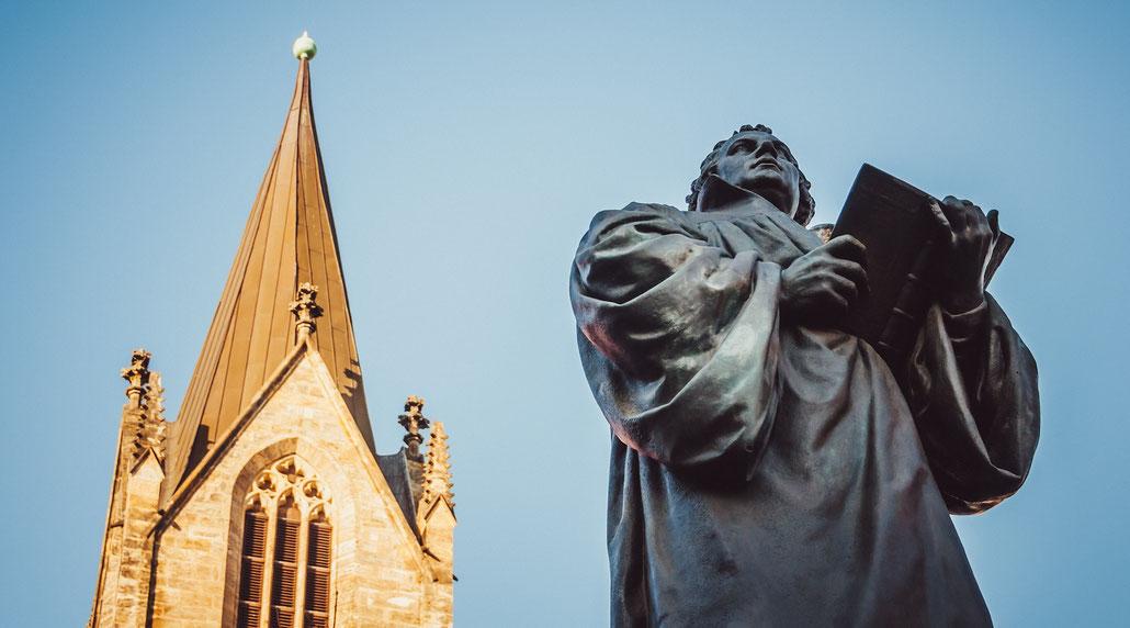 Luther-Denkmal vor der Erfurter Kaufmannskirche