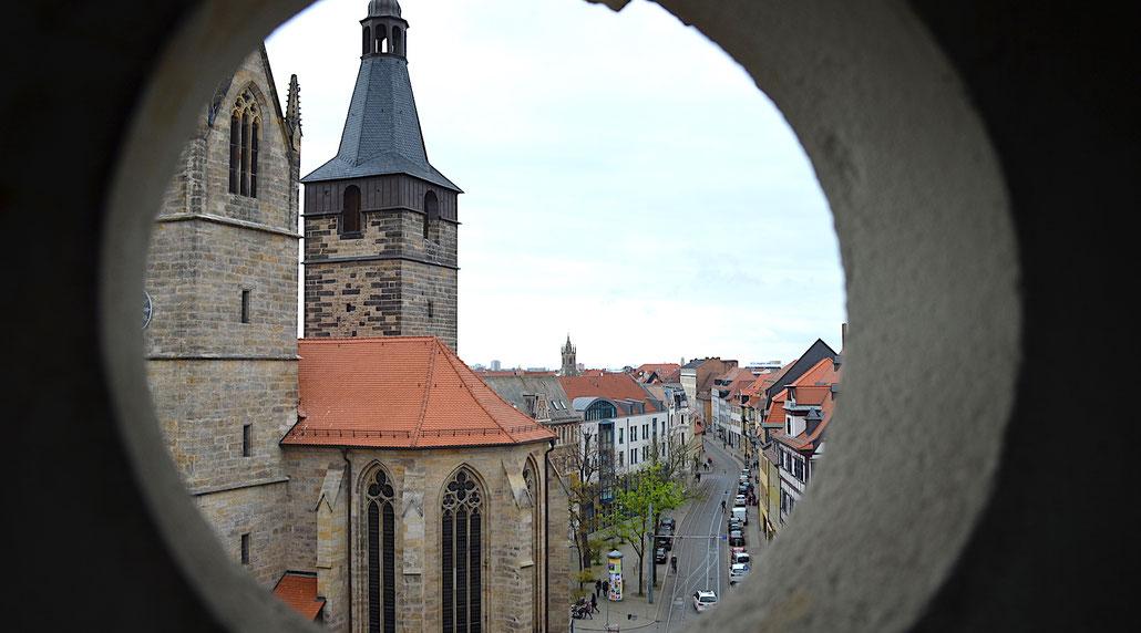 Blick auf die Türme der Erfurter Kaufmannskirche