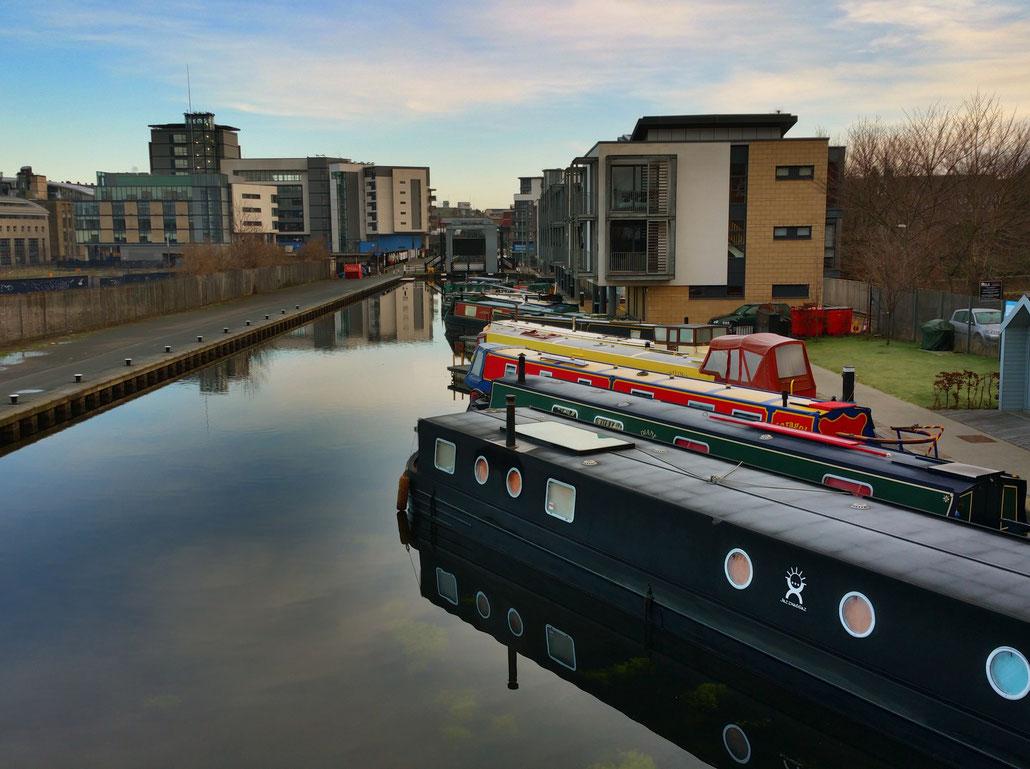 Fluss mit lustigen Häusern und noch lustigeren Booten (Bild: Christian Flückiger)