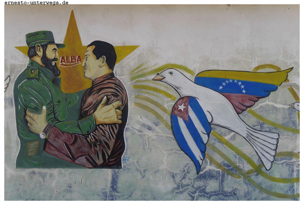 Fidel Castro demonstriert eine enge Freundschaft mit Hugo Chavez, dem ehemaligen venezolanischen Staatsoberhaupt.