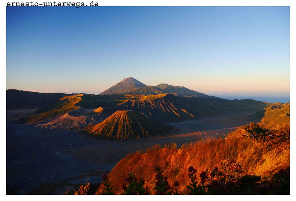 Sonnenaufgang mit Blick auf den Bromo (Java)