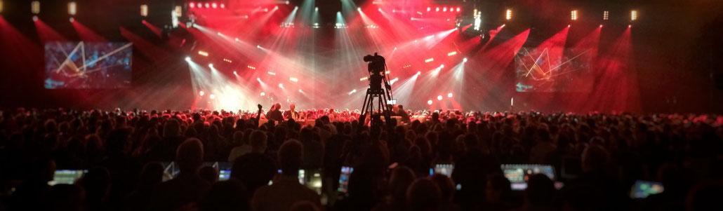 Großartige Lightshow und beste Stimmung in der Hanns-Martin-Schleyer-Halle in Stuttgart