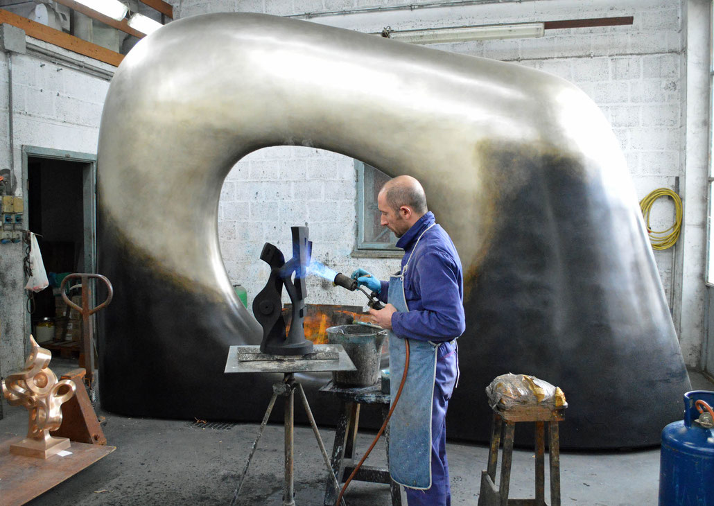 HEX is a Fellow of the Royal British Society of Sculptors in London. One of the famous galleries in Mayfair is Abby Hignell which is specialized in sculpture.