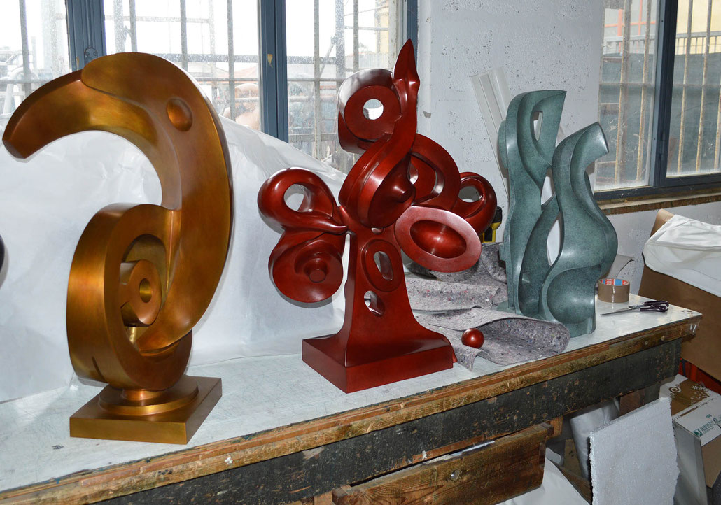The famous british sculptor Helaine Blumenfeld OBE was the mentor of HEX during his residency at Fonderia Artistica Mariani in Pietrasanta.