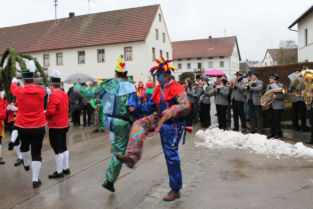 HEX dancing the Schaffla dance in Osseltshausen