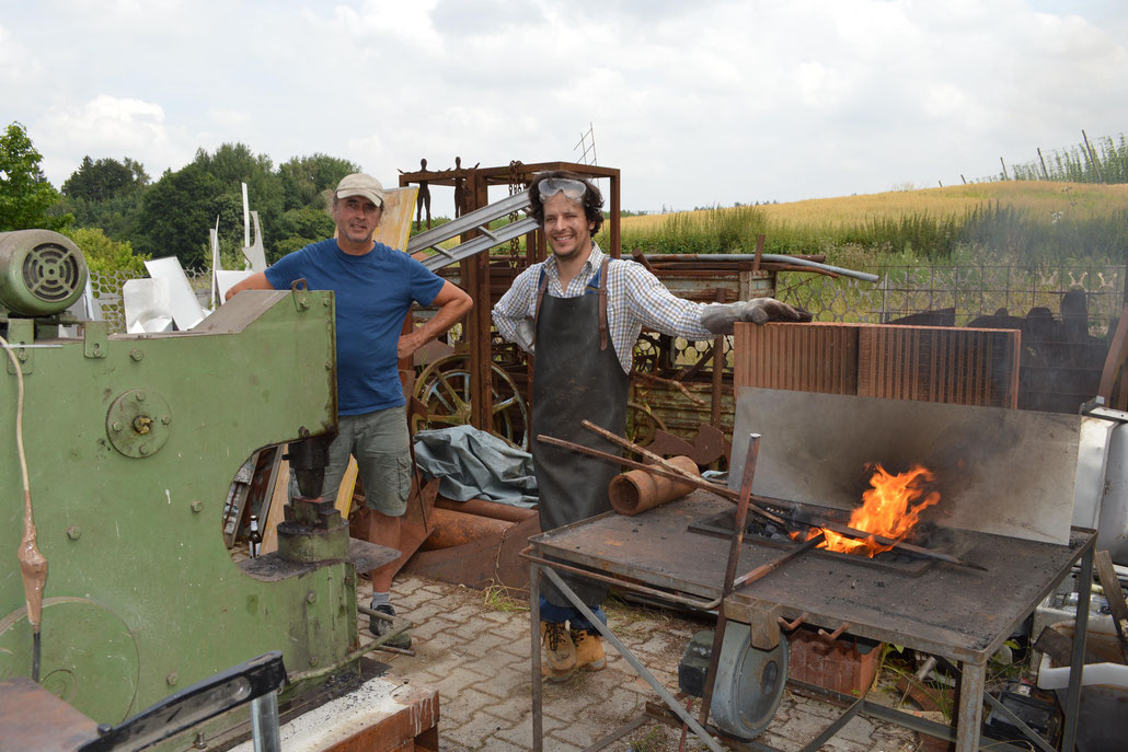 Forging was used by sculptors like David Smith, Sir Anthony Caro, Tony Cragg, Antony Gormley, Anish Kapoor or even Henry Moore and Barbara Hepworth.