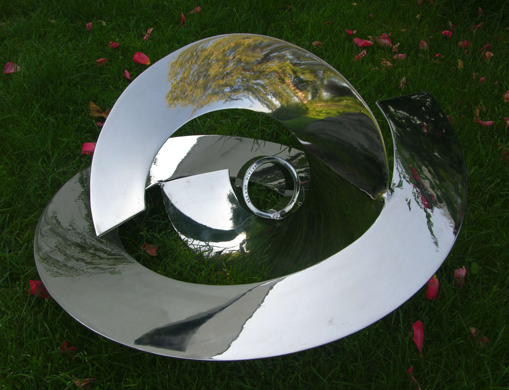 Abstract spiral sculpture by HEX. This MASTERPIECE is made out of stainless steel. VICTORIA SIDDALL is director of FRIEZE ART FAIR 2017.