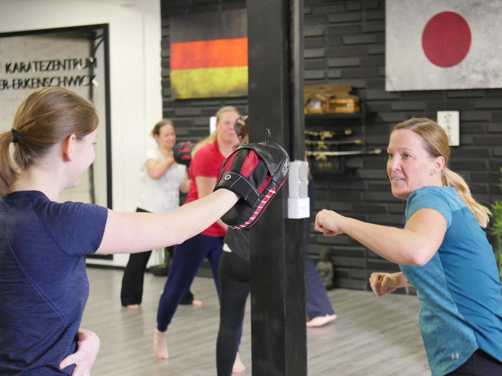 Viel Action. Viel Spaß. Viel gelernt. Impressionen vom letzten Krav-Maga-Schnupperkurs im Karatezentrum Oer-Erkenschwick!