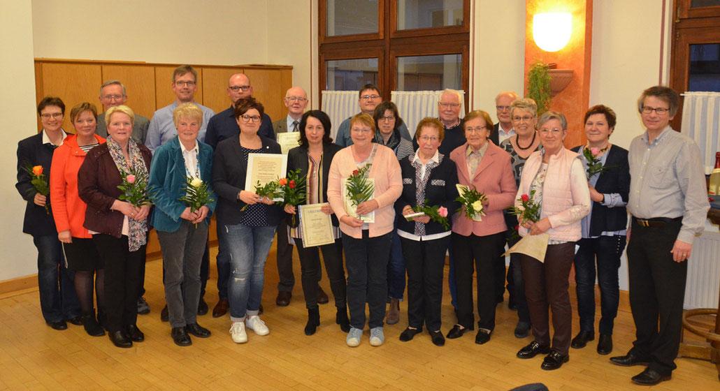 Die Jubilare 2019 im Kirchenchor Meggen mir Präses und Chorleiter