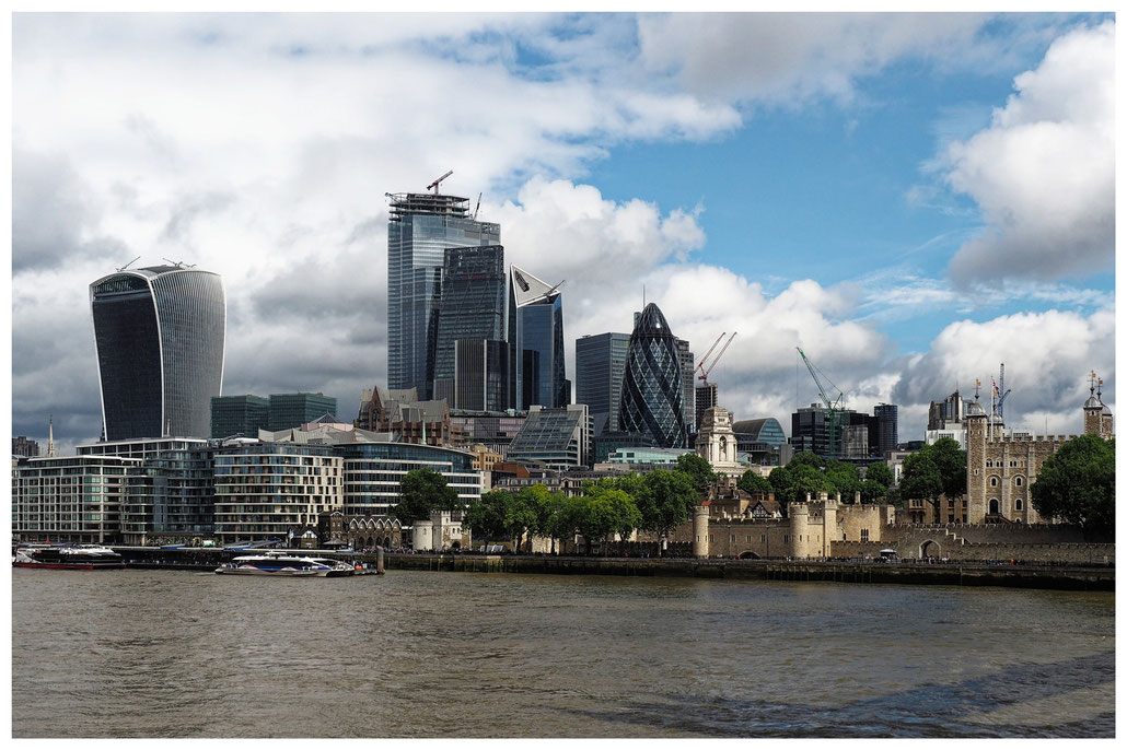 Blick auf The Walkie Talkie, The Cheesegrater und The Gherkin in London