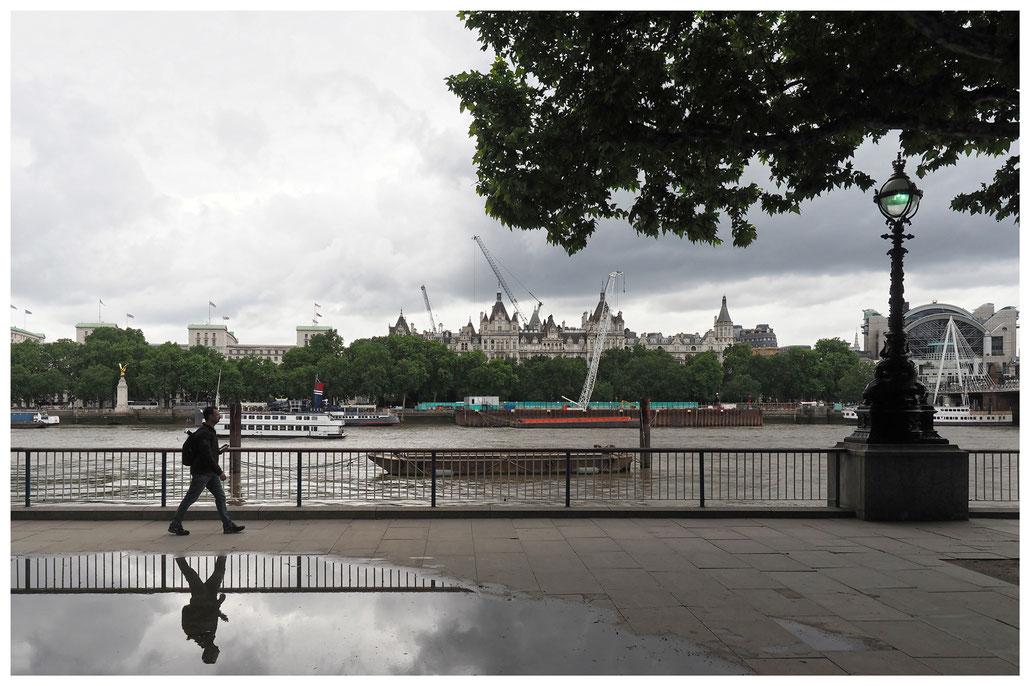 Blick auf das Ministry of Defence, Whitehall Gardens und der Bahnhof Charing Cross