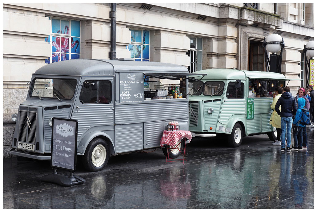 Zwei Citroen HY Foodtrucks in London