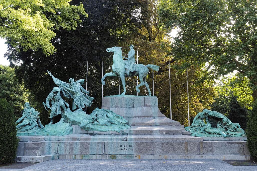 Antwerpen - Antwerp - Anvers - Oorlog herdenkingsbeeld