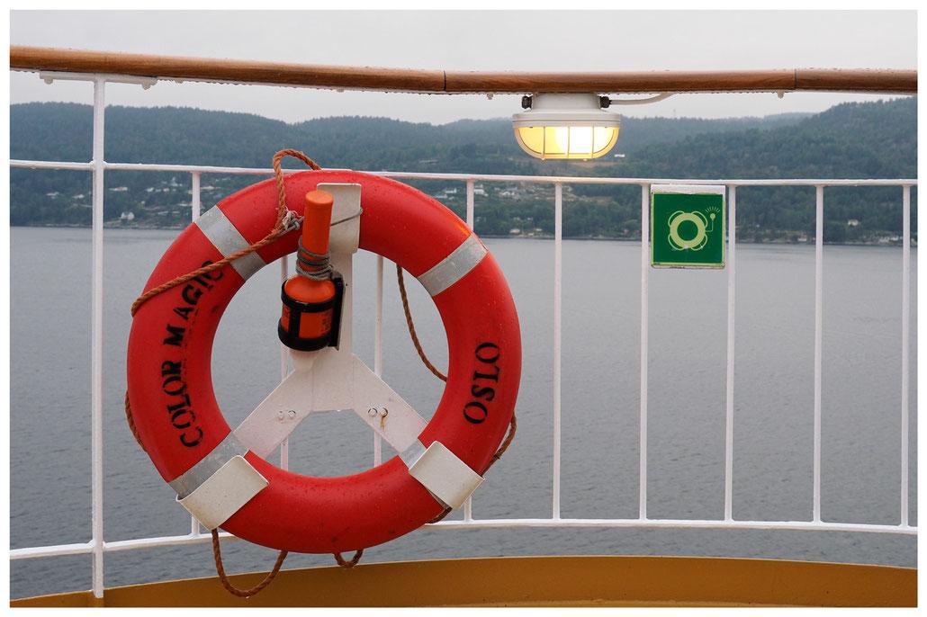 Im Oslofjord, Rettungsring der Color Magic