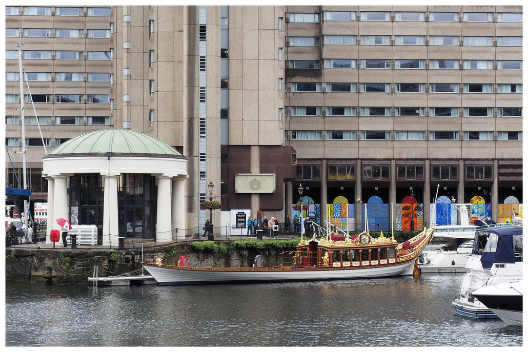 Gloriana in den St. Katharine Docks in London