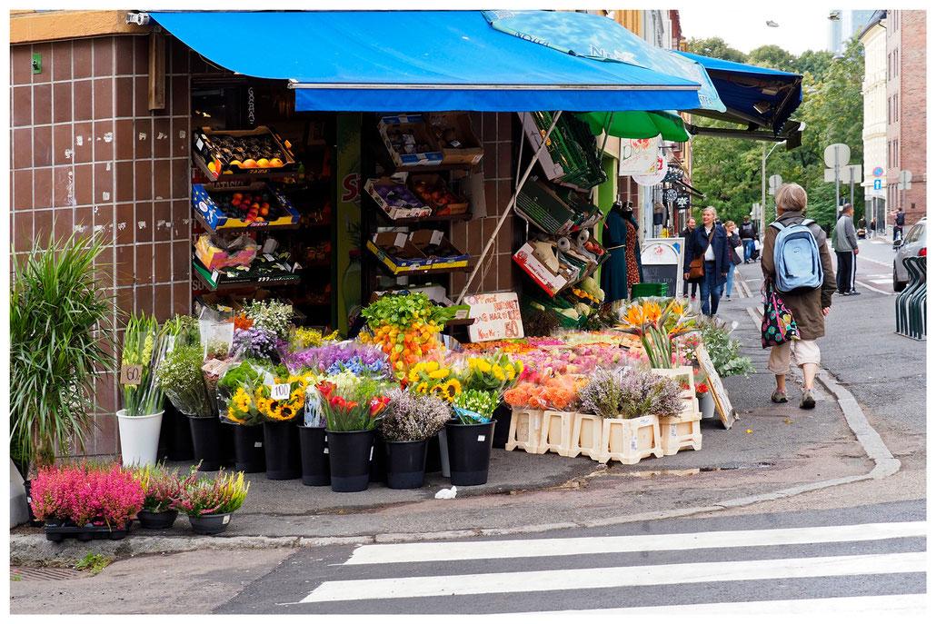 kleiner Blumen- und Lebensmittelladen im Osloer Stadtteil Grünerlokka