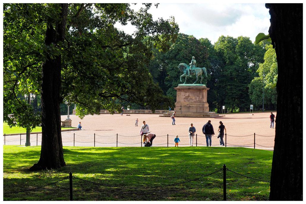 Karl Johan Monument vor dem königlichen Schloß in Oslo