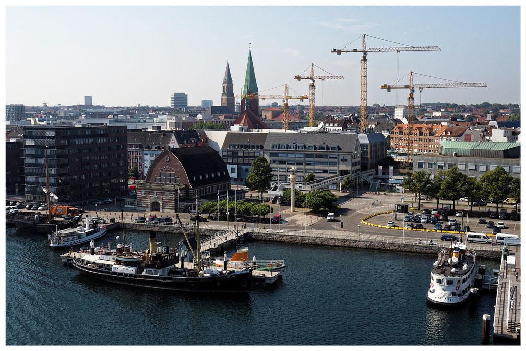Kieler Schifffahrtsmuseum von der Color Line Fähre aus gesehen