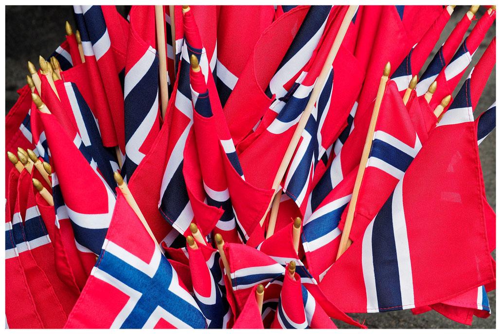 Ein Bündel Norwegischer Fahnen