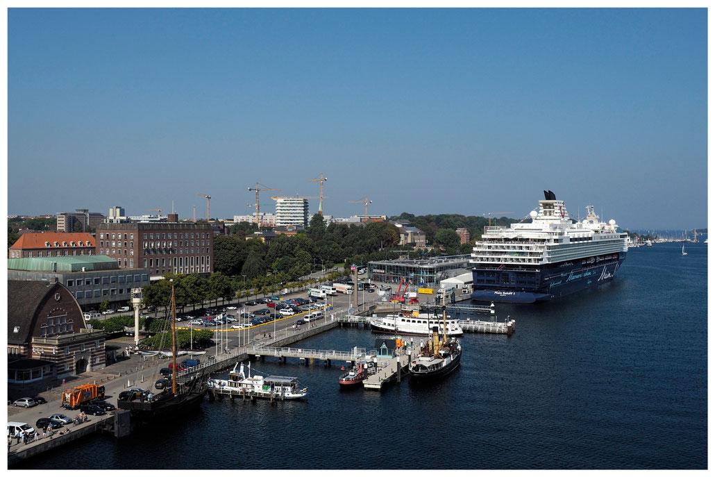 Mein Schiff 1 am Kieler Kreuzfahrtterminal