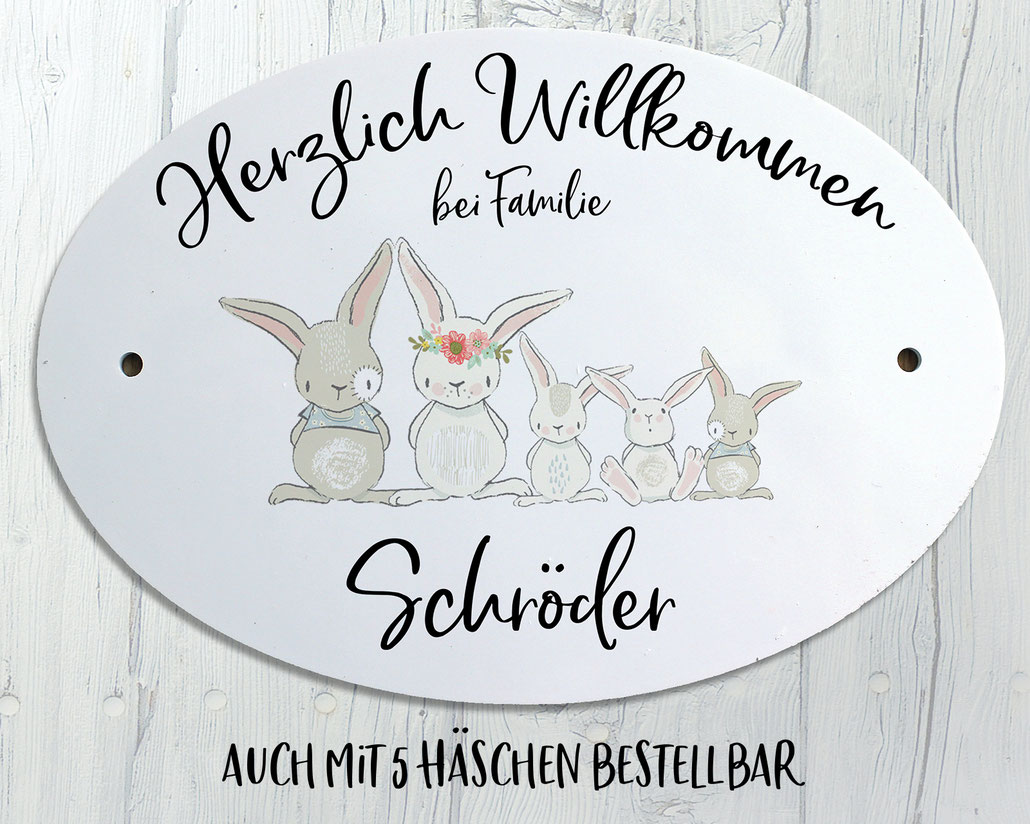 ovales Türschild mit Name und Hasenfamilie